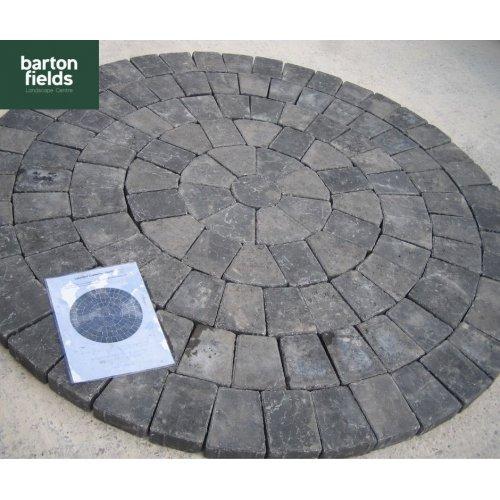Tumbled 50mm Block Paving Circle, Graphite - 1.55mtr Diameter